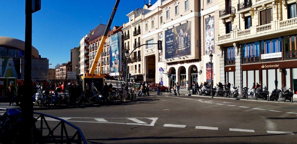 Montaje de grúa torre en el centro de Madrid