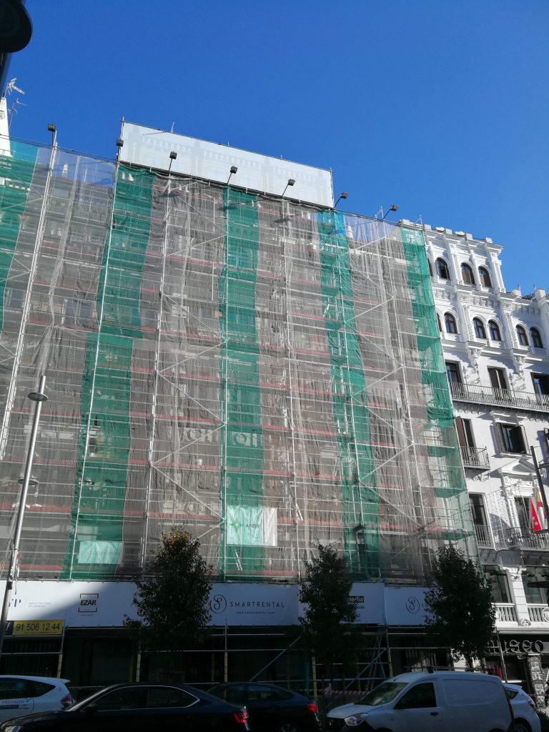 Montaje de lonas publicitarias en Madrid