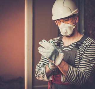 Trabajador de la construcción protección COVID-19